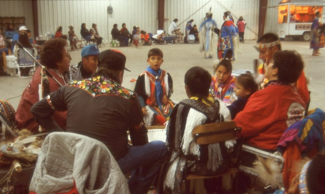 HK_1993_US-MT_Browning-powwow02